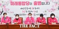 [TF사진관] '황교안 대표 대구로… 회의 주재하는 심재철'