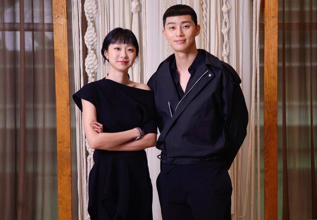 박서준은 JTBC 이태원 클라쓰에서 박새로이를 연기하며 배우는 점이 많다고 밝혔다. /JTBC 제공