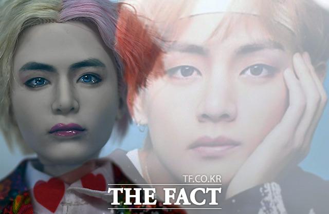 김 작가가 그린 뷔의 얼굴과 사진 속 뷔 얼굴을 다중노출로 비교해봤다.