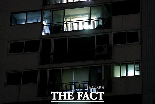 1일 밤 불 꺼진 경기도 의왕시의 이만희 자택.