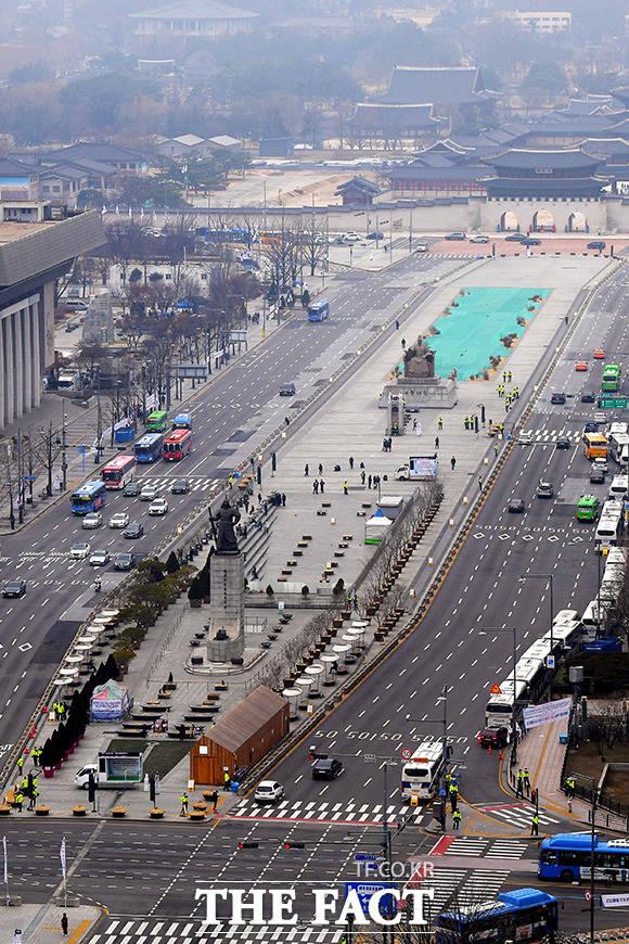 서울시는 코로나19 확산을 막기 위해 광화문·청계·시청 광장에서의 집회를 금지한다고 밝혔다.