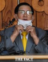 [TF사진관] 기자회견 갖는 이만희 '답답한 마스크'