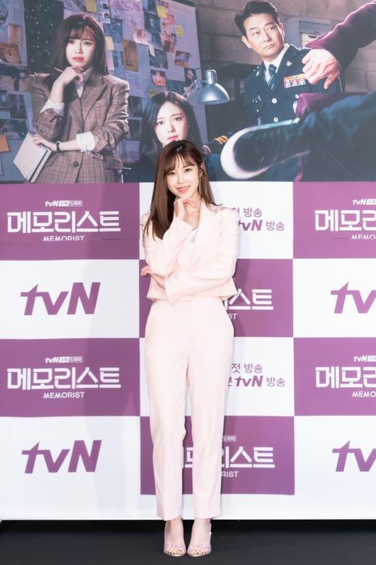 배우 겸 가수 전효성은 tvN 새 수목드라마 메모리스트에서 사회부 기자 강지은을 연기한다. /tvN 제공