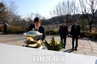 [TF포토] 분향하는 'DJ 3남' 김홍걸