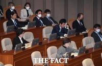[TF포토] 마스크 벗어놓은 장관들