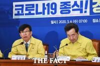 [TF포토] 코로나19 대응 회의 참석한 김상조 정책실장