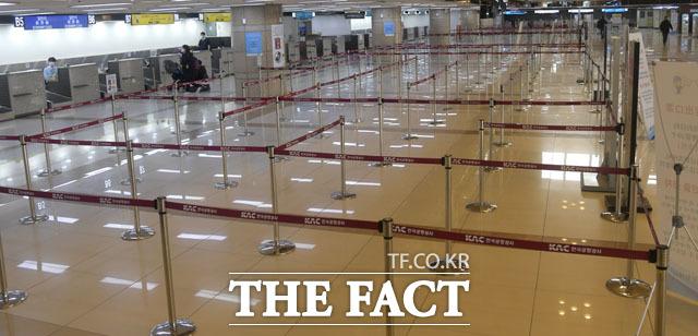 사람 없이 한산한 김포공항
