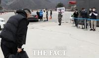 [TF포토] '입대 전 고개숙인 승리'