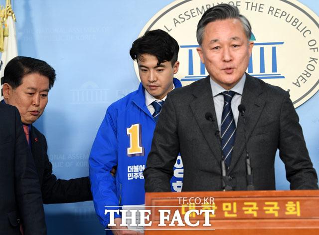 친절한 김경협 의원, 오영환의 자리는 여기에~
