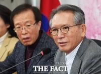 [TF사진관] 미래통합당 공관위원장 사퇴하는 김형오