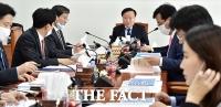 [TF포토] 추경 관련 발언하는 김재원 위원장