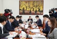 [TF사진관] 추경예산안 관련 회의 주재하는 김재원 위원장