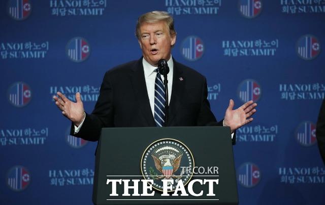 확진자 접촉 논란에 휩싸였던 도널드 트럼프 미국 대통령이 코로나19 검사서 음성 판정을 받았다. 사진은 지난해 제2차 북미정상회담 결과에 관해 브리핑하고 있다. /하노이(베트남)=임세준 기자