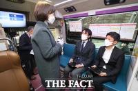 [TF포토] 헌혈에 앞서 문진하는 축협 임직원들
