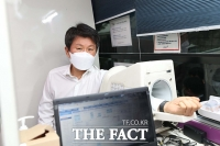 [TF포토] 혈압 재는 정몽규 축협회장