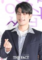 [TF사진관] '이 눈빛 위험해'…'조각상' 성훈의 특급 눈웃음