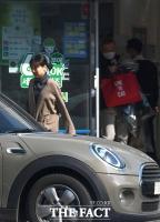 [단독 포착] 홍상수-김민희 조용한 귀국, '베를린 영광' 잊은 '달콤한 일상'