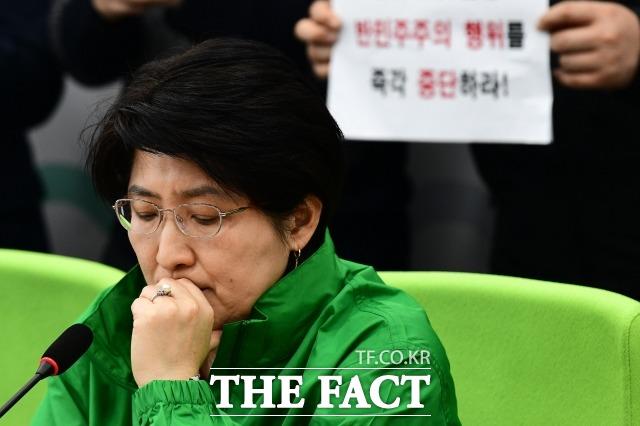 민생당 갈등이 최고조에 달한 가운데 합의점을 찾을 수 있을지 주목된다. 박주현 민생당 공동대표가 지난 18일 열린 제12차 최고위원회의에 참석해 생각에 잠겨있는 모습. /국회=남윤호 기자