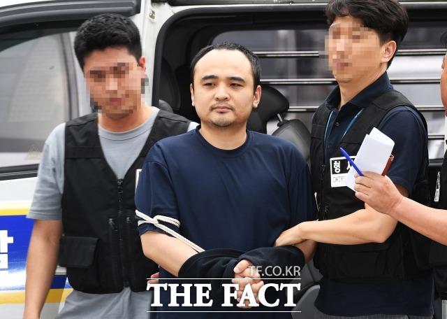 19일 검찰이 한강 몸통시신 사건 장대호에게 항소심에서도 사형을 구형했다. 사진은 지난해 8월21일 오후 경기 고양경찰서에서 보강 조사를 받기 위해 이동하는 장 씨의 모습. /배정한 기자