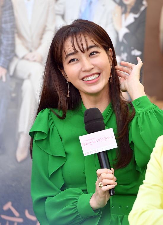 배우 이민정은 KBS2 한 번 다녀왔습니다로 주말드라마에 도전한다. /KBS 제공