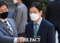 [TF포토] 재판부 변경 후 첫 공판 출석하는 김경수 지사