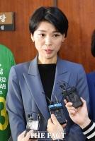 [TF포토] 취재진 질문에 답변하는 김정화 민생당 대표