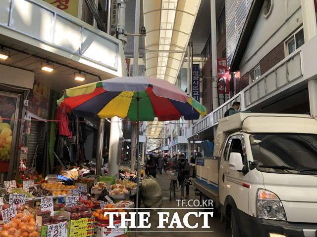 배 후보의 선거 캠프 인근에 위치한 잠실동 새마을시장의 맛 평가는 다소 나뉘었지만 배 후보를 기억하는 이들은 부지런한 것 같다고 호평했다. /문혜현 기자