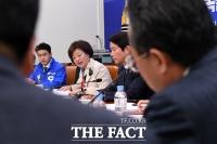 [TF포토] 경제·노동 정책간담회 갖는 진선미