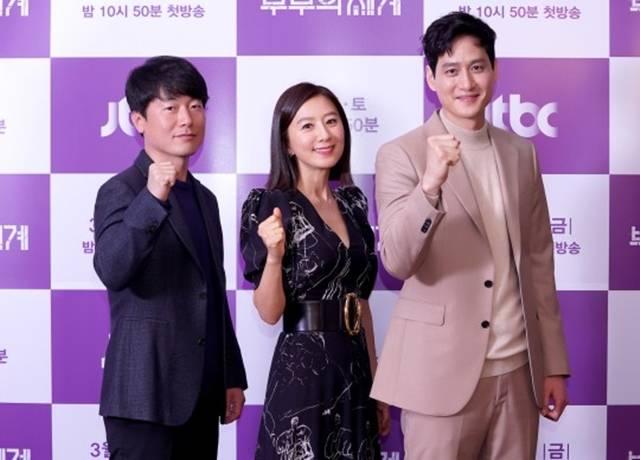 배우 김희애와 박해준은 JTBC 부부의 세계에서 부부 호흡을 맞출 예정이다. /JTBC 제공