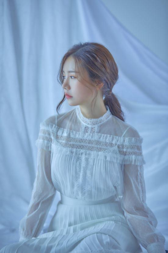 가수 송하예가 지난해 5월 발표한 니 소식으로 또 한 번 사재기 의혹이 불거졌다. /더하기미디어 제공