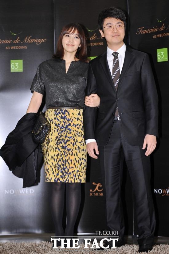 방송인 박지윤(왼쪽)과 최동석 아나운서가 코로나19가 확산되는 가운데 사회적 거리두기 운동에 어긋나는 행동으로 누리꾼들의 지적을 받았다. /남윤호 기자