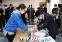[TF사진관] '광진을 민주당 수성할까?'…후보자 등록 마친 고민정 후보