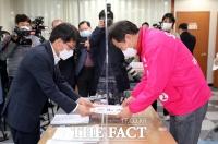 [TF사진관] '광진을 탈환 노린다!'…후보자 등록 마친 오세훈 후보