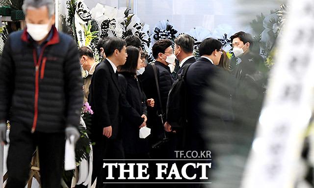 사람들이 잘 모이는 장례식장도 주의해야 할 곳이다. 27일 서울 시내 대학병원의 장례식장 모습.