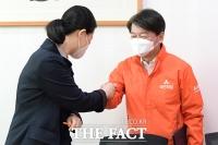 [TF포토] 안철수-권은희, '주먹 인사'