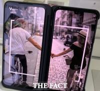 [TF초점] 불확실성 확대…'정면 대결' 사라진 스마트폰 시장