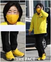 [TF사진관] '국회 깔맞춤 패션 1인자'…노란색 마스크 착용한 심상정 대표