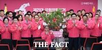 [TF사진관] '총선승리 기원'...미래한국당 선대위 출범