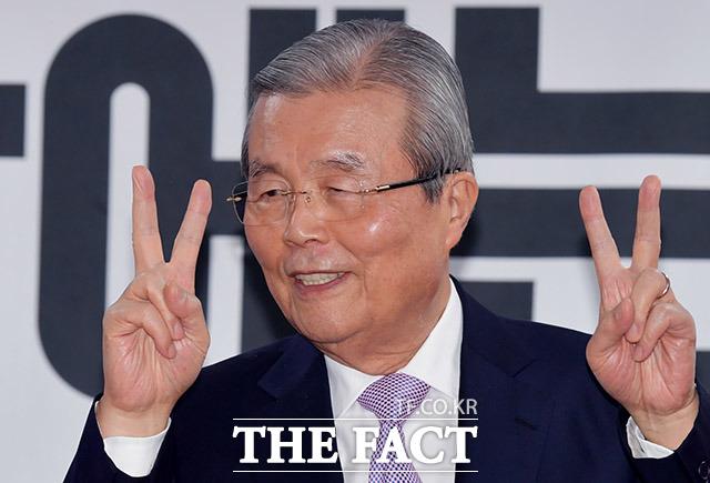 후보들의 든든한 지원군 김종인의 미소