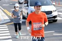 [TF사진관] 안철수 옆 김미경 교수의 '그림자 내조'