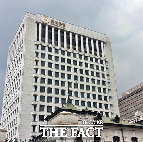 한국은행이 2일 환매조건부채권(RP) 매입을 통해 5조2500억 원 규모의 자금을 시중에 공급한다. /더팩트DB