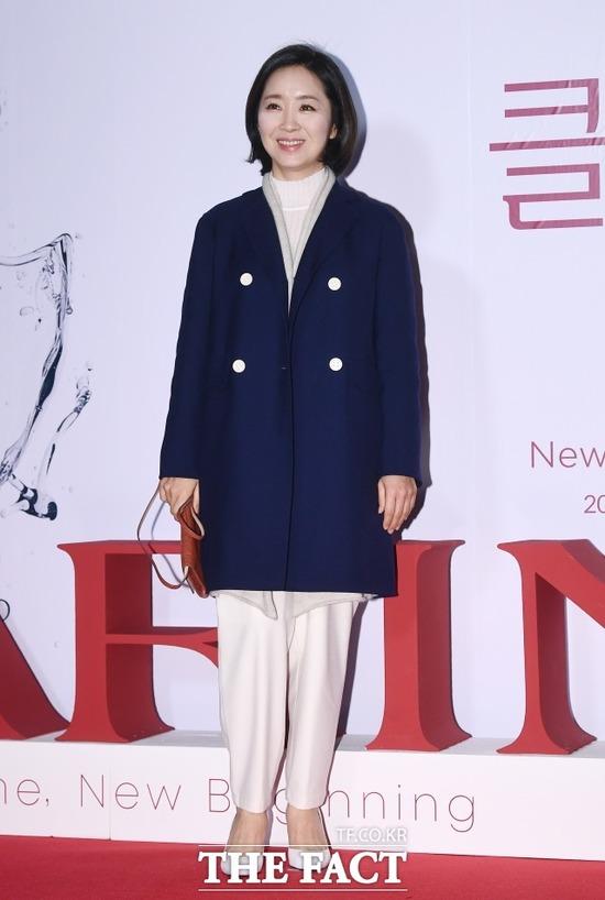 배우 윤유선은 최근 가족과 해외에 다녀왔다. 자가격리 후 코로나19 음성 판정을 받았다. /이동률 기자