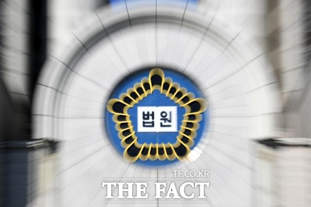 텔레그램 박사방 운영자 조주빈(25)의 공범 강모(18) 군이 9일 구속됐다. 사진은 서울 서초구 서울중앙지방법원. /남용희 기자
