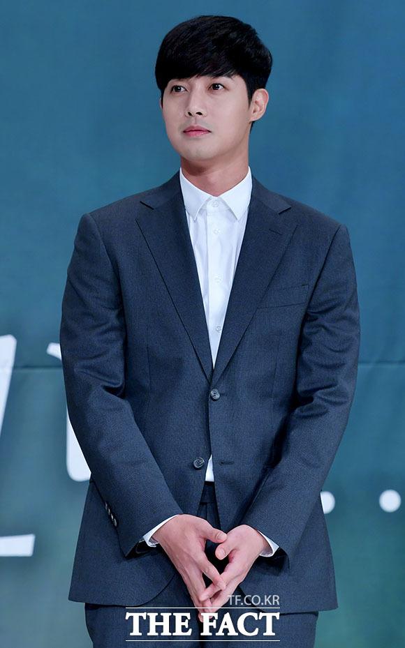 가수 겸 배우 김현중이 10년 인연을 이어온 키이스트와 계약이 만료됐고 재계약을 하지 않기로 했다. 사진은 2018년 10월 드라마 시간이 멈추는 그 때 제작발표회 참석 당시 모습. /이덕인 기자