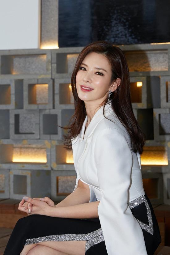 뮤지컬배우 정선아가 한 살 연하 사업가와 결혼한다. /씨제스엔터테인먼트 제공