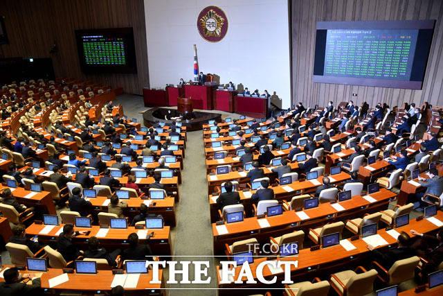 21대 총선에선 연동형 비례대표제의 도입으로 비례대표 47석 중 30석이 정당 득표율과 지역구 의석수를 따져 각각 배분됐다. /남윤호 기자