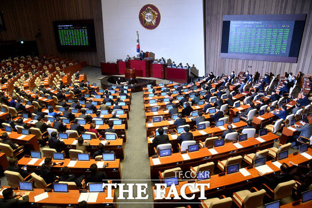 21대 국회의원선거가 마무리된 가운데 경제계 안팎에서는 경제 활성화를 위한 새 국회의 적극적인 입법적 지원을 촉구하는 목소리가 일고 있다. /더팩트 DB
