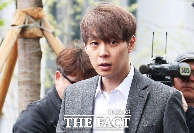 박유천의 공식 팬사이트가 오는 20일 오픈한다. 그는 활동 재개 움직임을 보여 비난을 받고 있다. /더팩트DB