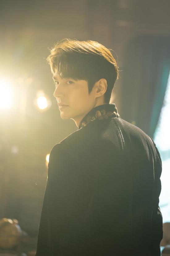 배우 이민호가 전역 후 첫 작품으로 선택한 SBS 금토드라마 더 킹: 영원의 군주가 17일 첫 방송된다. /화앤담픽쳐스 제공