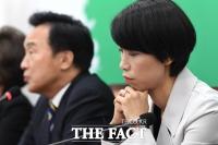 [TF포토] 손학규 발언 경청하는 김정화